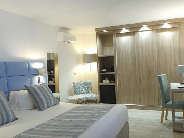 mobilier chambre hotel exemple