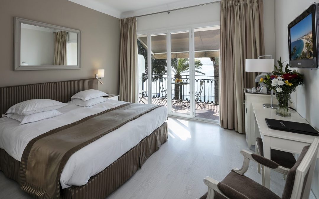 7 meubles incontournables pour une chambre d'hôtel